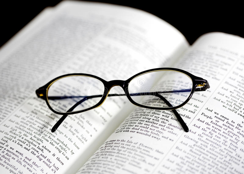 vetri sul libro immagine stock libera da diritti