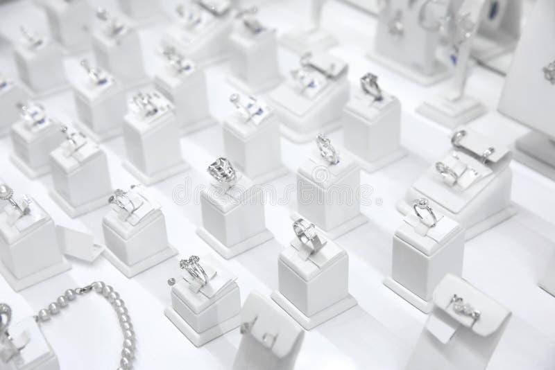 Vetrina con gioielli immagini stock libere da diritti
