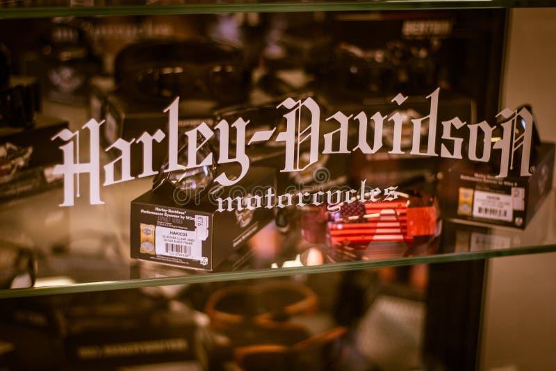 Vetrina con gli accessori ed i pezzi di ricambio di Harley Davidson fotografia stock libera da diritti