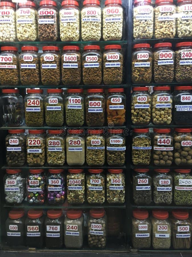 Vetrina dei frutti e del negozio di alimentari di dri al sottopassaggio dell'estremità del maharaj di shivaji di chhatrapati fotografie stock