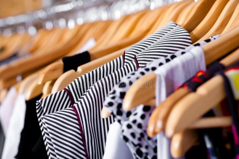 Vetrina Multi-coloured del guardaroba, primo piano immagini stock libere da diritti