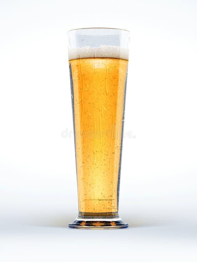 Vetro alto di birra a fondo bianco. immagine stock
