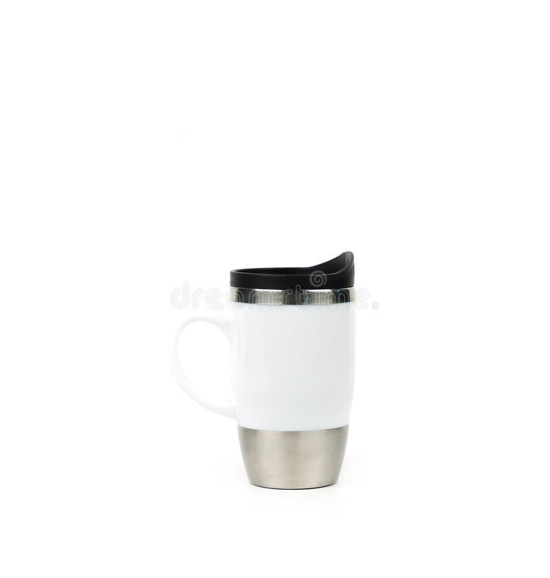 Vetro ceramico bianco dell'acciaio inossidabile del termos con la maniglia isolata su fondo bianco immagini stock libere da diritti