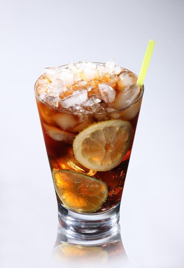 Vetro con cola e ghiaccio immagine stock