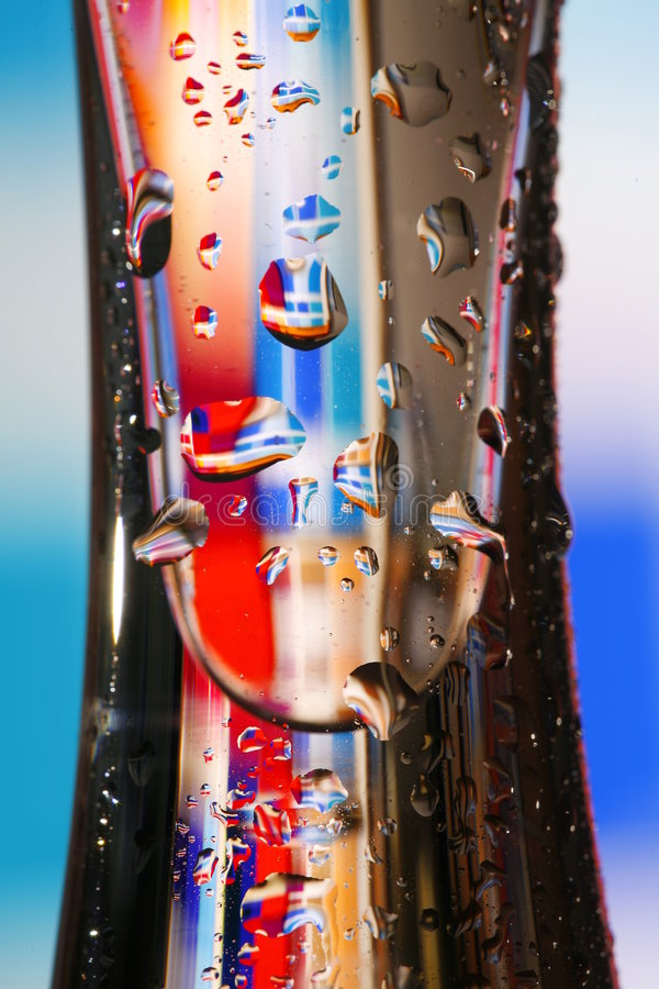 Vetro con i waterdrops variopinti fotografia stock