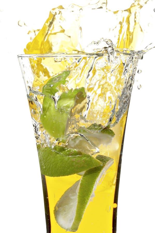 Vetro con spremuta ed il limone fotografie stock libere da diritti