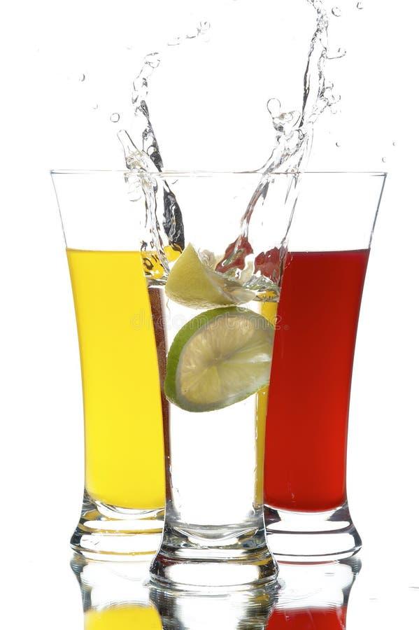 Vetro con spremuta ed il limone immagine stock
