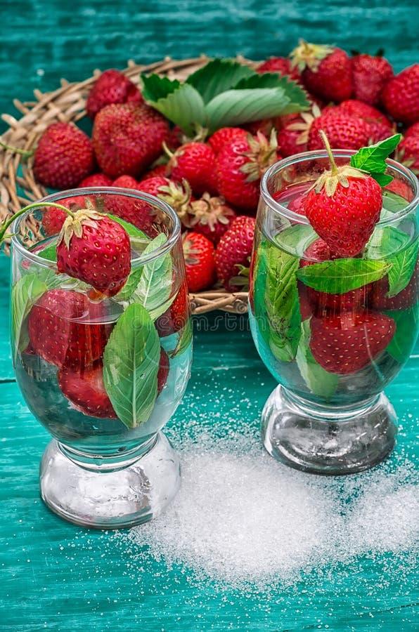 Download Vetro Del Cocktail Di Rinfresco Della Fragola Fotografia Stock - Immagine di liquido, miscela: 55364034