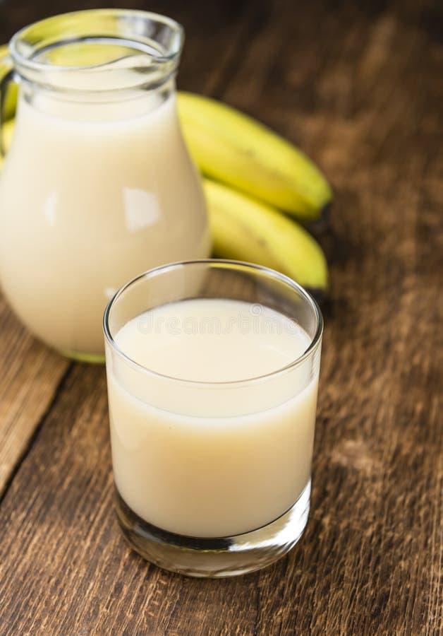 Vetro del succo della banana immagini stock libere da diritti