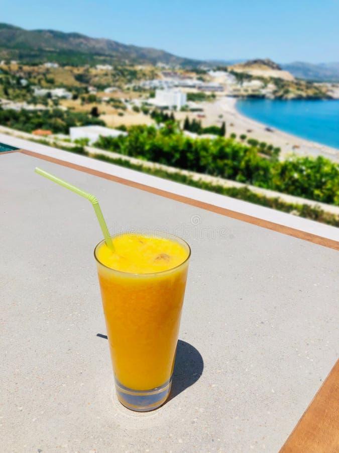 Vetro del succo di arancia fresco fotografia stock libera da diritti