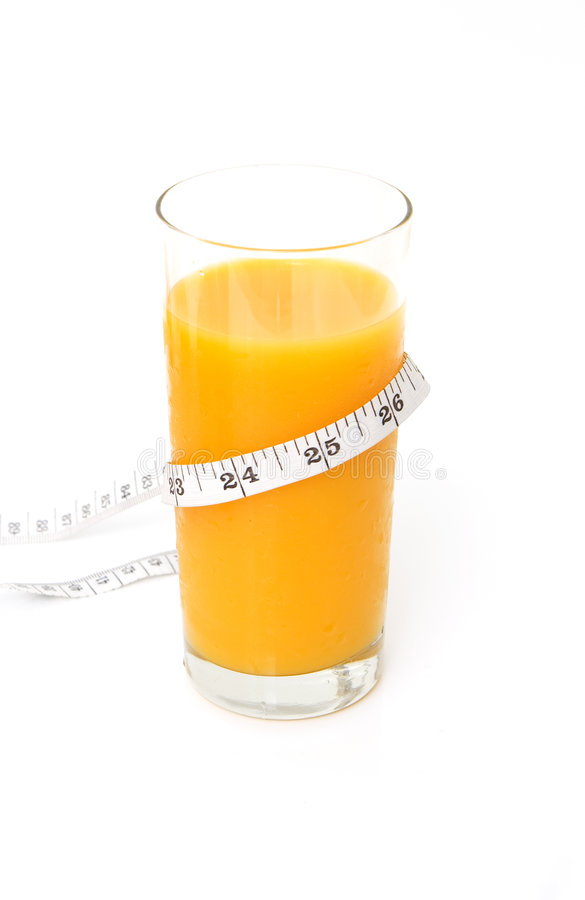 Vetro del succo di arancia saporito con nastro adesivo di misurazione fotografia stock