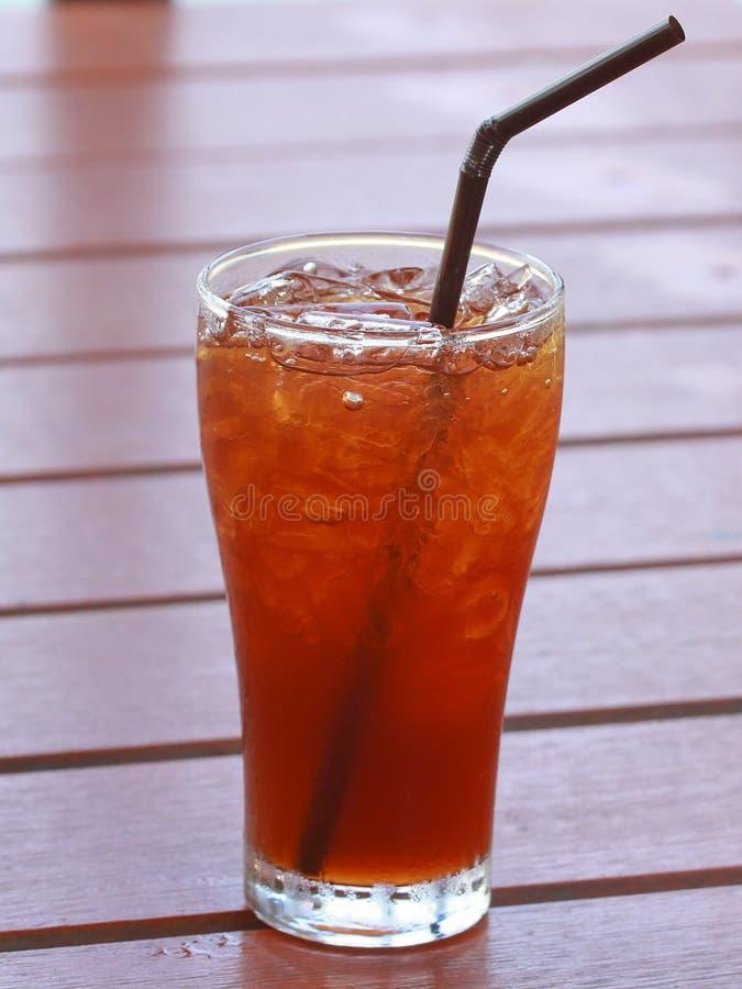 Vetro del tè ghiacciato del limone immagini stock