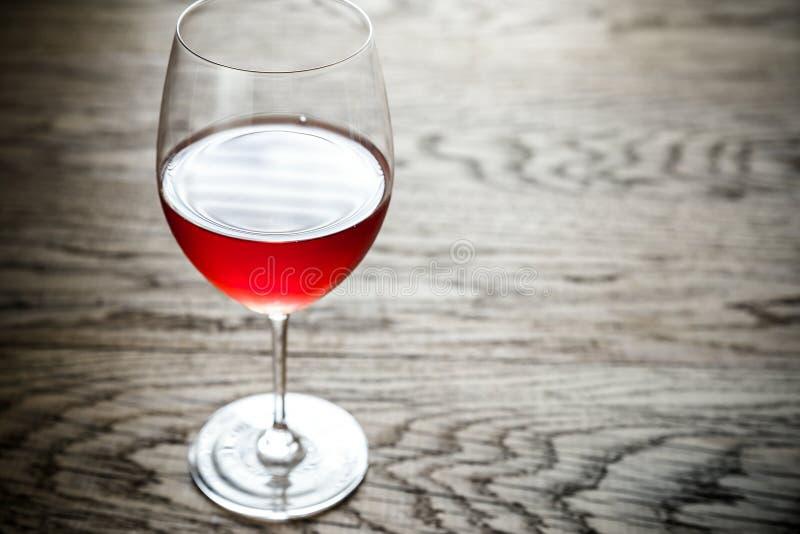 Vetro del vino di Rosa immagine stock