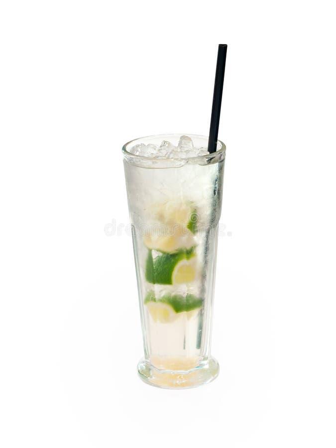 Vetro della bevanda alcolica con le calce ed il ghiaccio fotografia stock