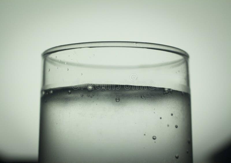 Vetro della bibita dell'acqua frizzante immagini stock