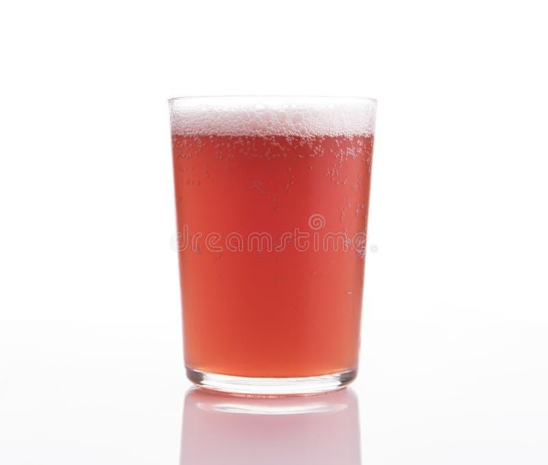 Vetro della birra della frutta del mestiere su fondo bianco fotografie stock libere da diritti