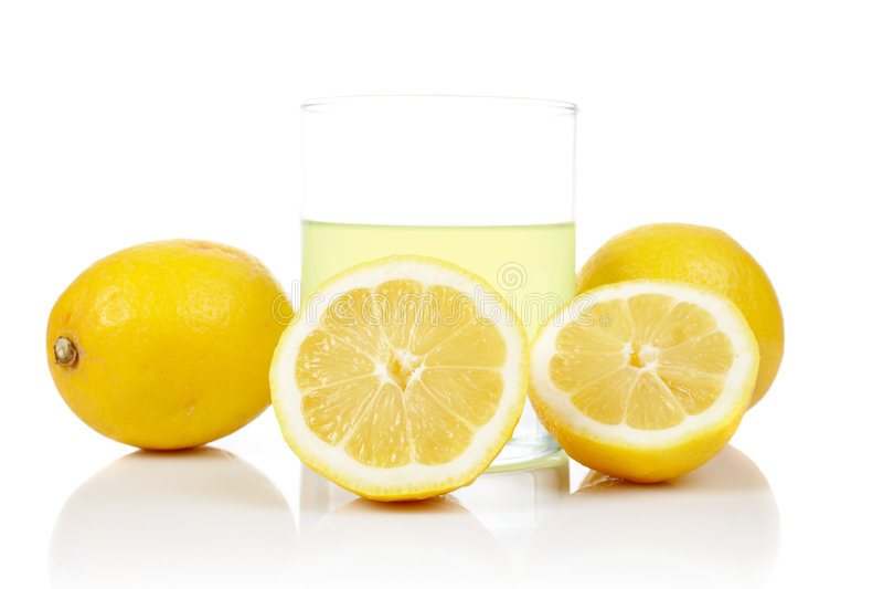 Vetro della spremuta di limone fresca immagini stock