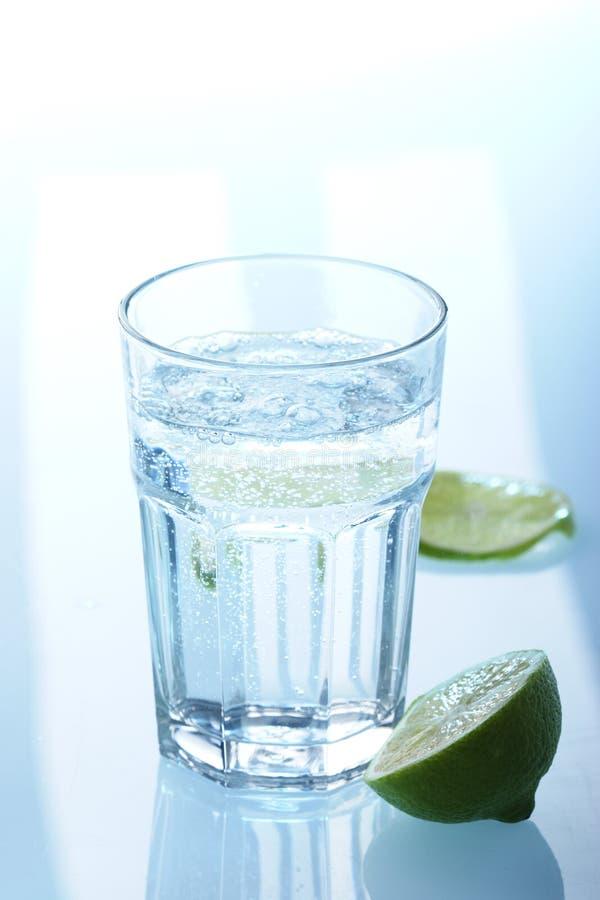 Vetro di acqua minerale fotografie stock libere da diritti