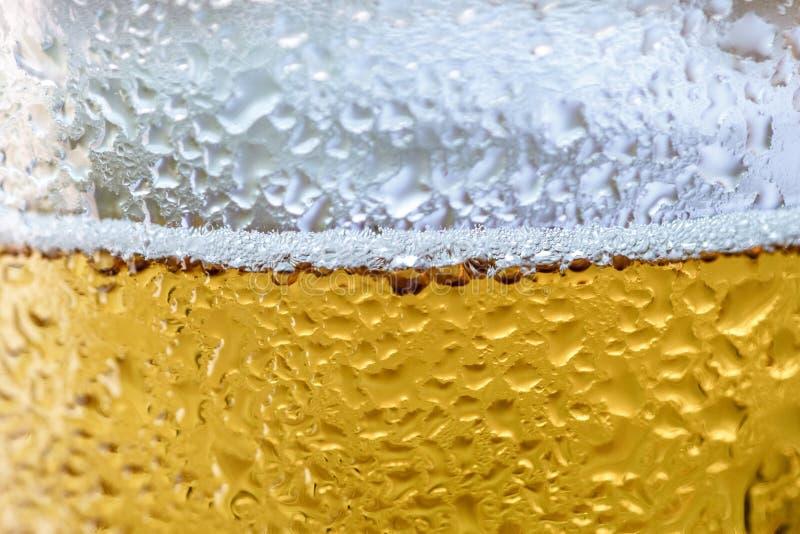 Vetro di birra fredda immagini stock