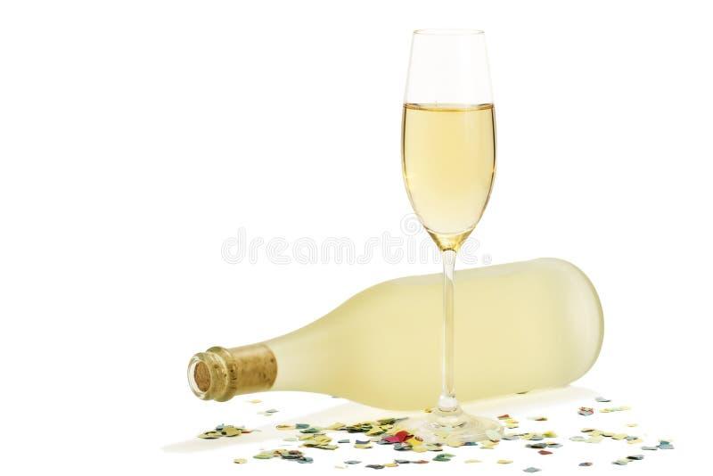 Vetro di champagne davanti a spirito della bottiglia di prosecco immagine stock