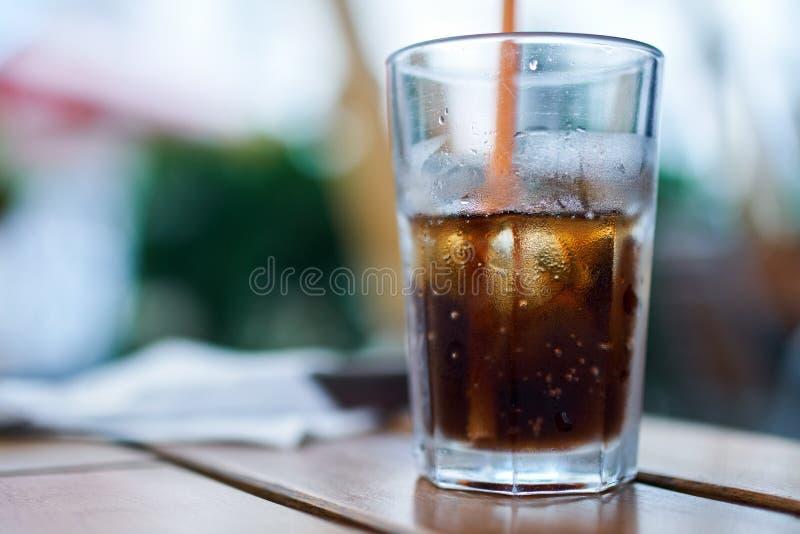 Vetro di coke con ghiaccio fotografia stock
