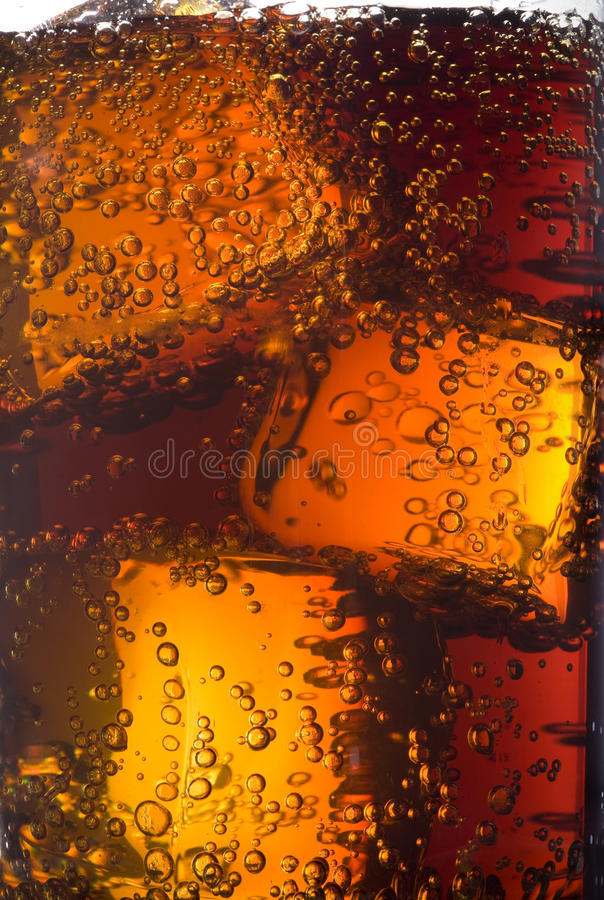 Vetro di cola con ghiaccio immagine stock libera da diritti