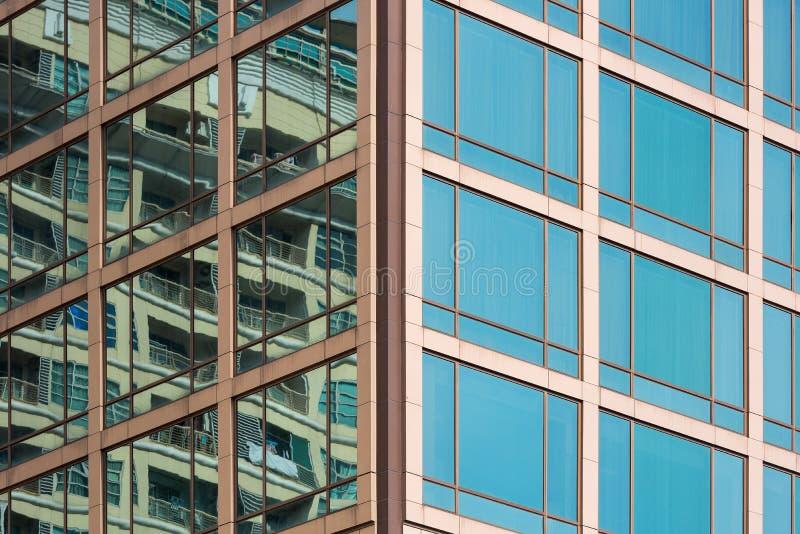 Vetro di finestra della costruzione di affari, architettura moderna, astratta immagini stock libere da diritti