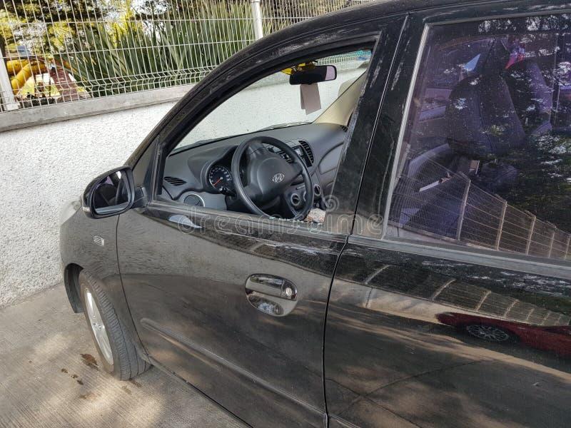 Vetro di finestra rotto dell'automobile immagine stock libera da diritti