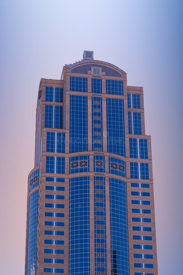 Vetro di pietra e blu al tramonto fotografia stock libera da diritti