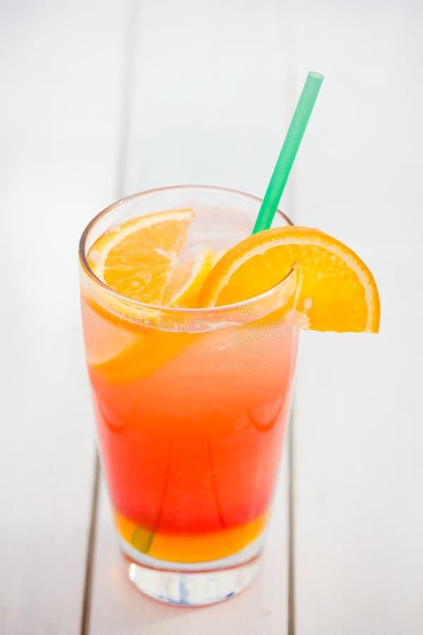 Vetro di rinfresco di succo d'arancia naturale fotografia stock