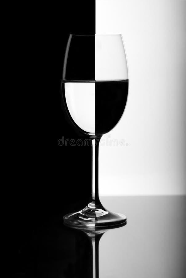 Vetro di vino in bianco e nero fotografie stock libere da diritti
