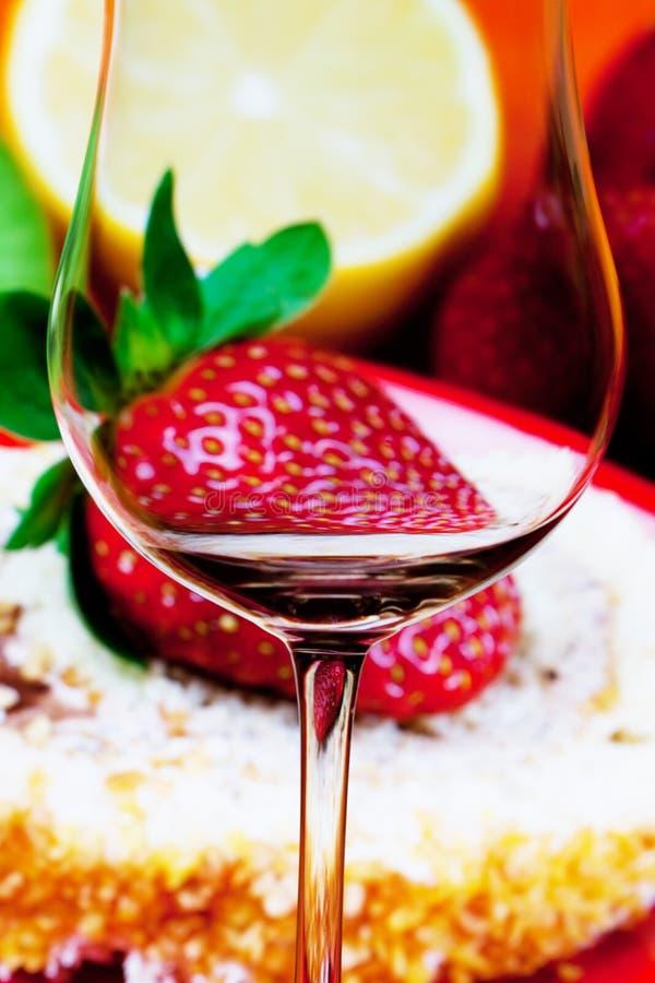 Vetro di vino concettualmente illuminato immagine stock libera da diritti