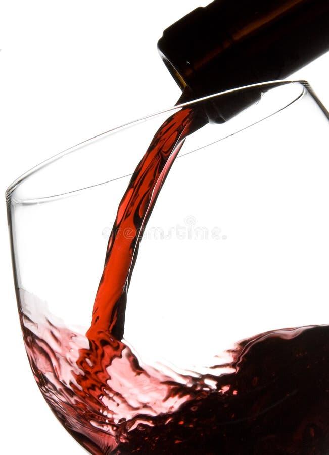 Vetro di vino di riempimento immagini stock libere da diritti