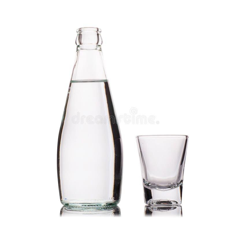 Download Vetro Di Vodka Isolato Su Bianco Fotografia Stock - Immagine di tiny, contesto: 56876540