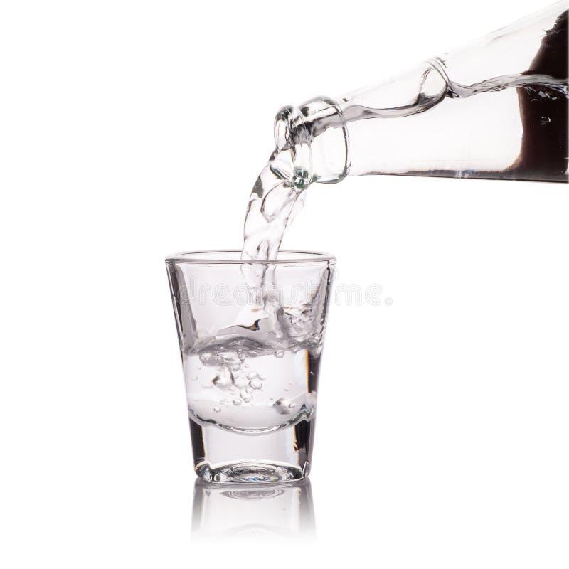 Download Vetro Di Vodka Isolato Su Bianco Fotografia Stock - Immagine di closeup, alcool: 56876564