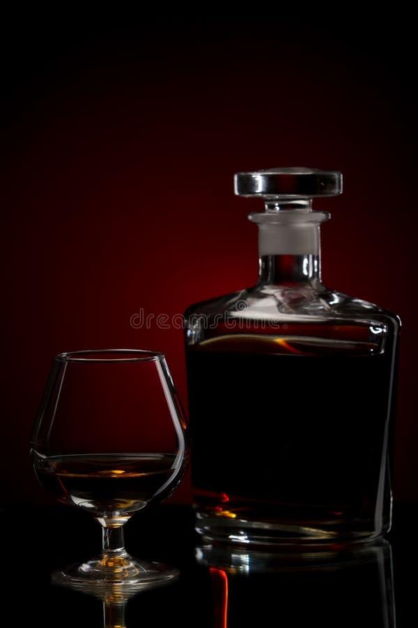 Vetro e bottiglia del cognac fotografia stock libera da diritti