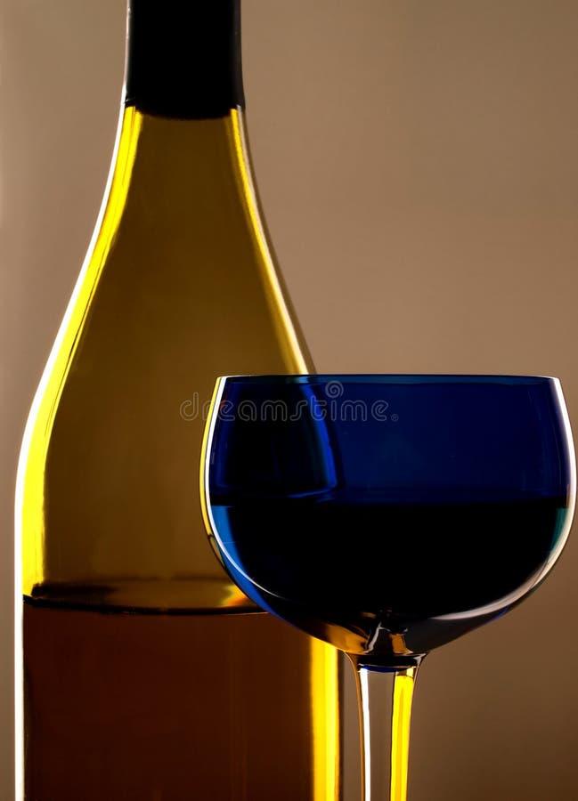 Vetro e bottiglia di vino immagini stock