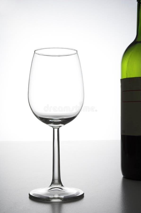 Vetro e bottiglia di vino immagine stock
