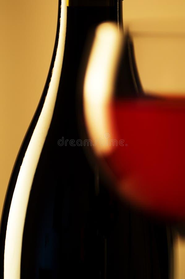 Vetro e bottiglia di vino immagini stock libere da diritti