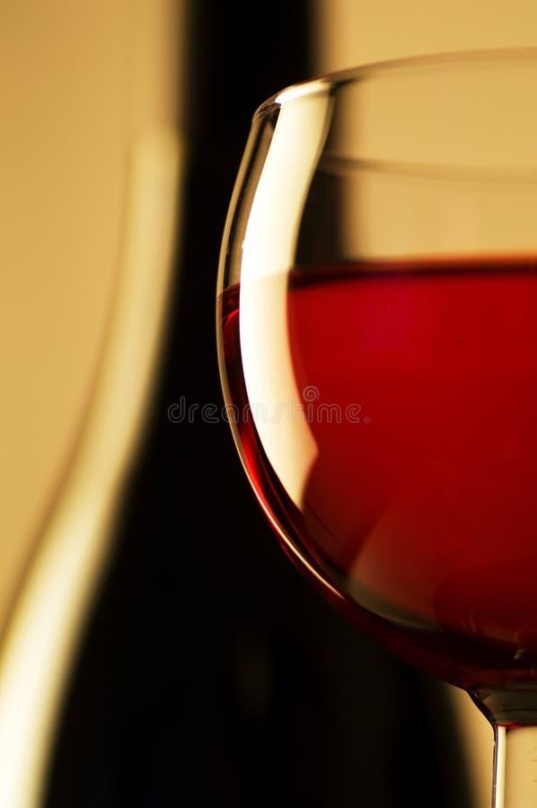 Vetro e bottiglia di vino fotografia stock libera da diritti