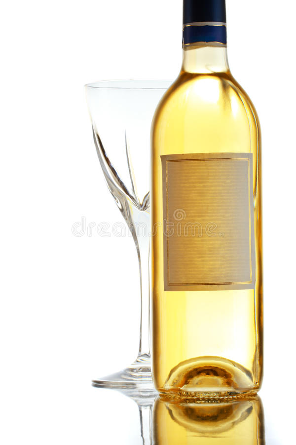 Vetro e bottiglia di vino bianco immagini stock libere da diritti
