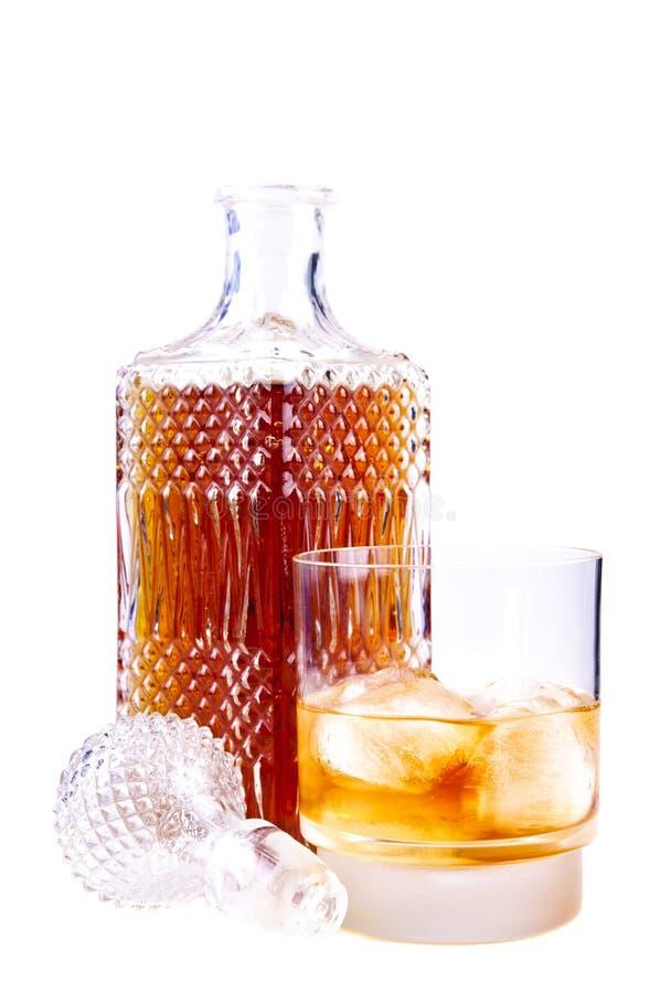 Vetro e bottiglia di whisky fotografie stock libere da diritti