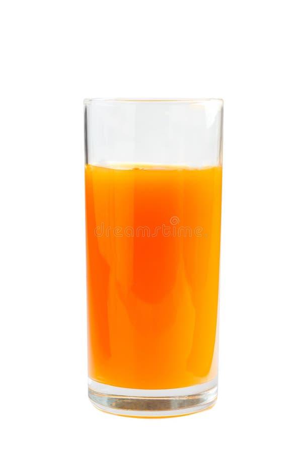Vetro fresco della spremuta di carota Isolato su priorità bassa bianca immagine stock libera da diritti