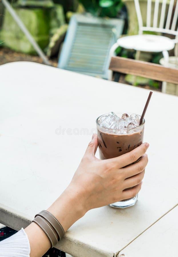 vetro ghiacciato del cioccolato fotografie stock libere da diritti