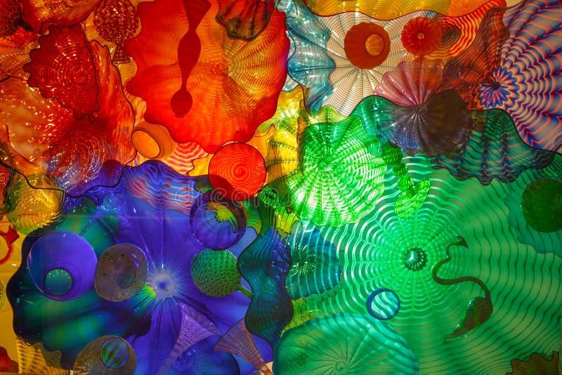 Vetro macchiato al giardino ed al vetro di Chihuly immagine stock