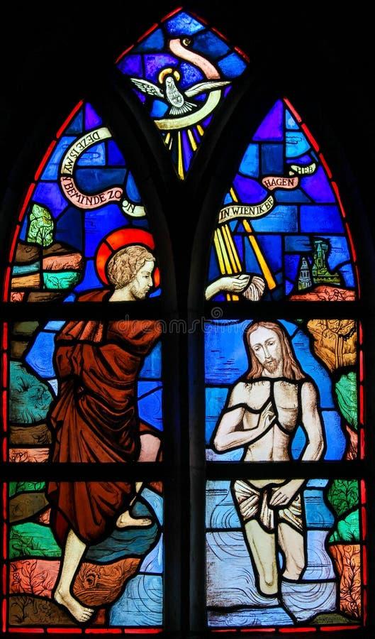Vetro macchiato - battesimo di Gesù da St John il battista fotografia stock