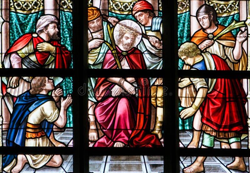 Vetro macchiato - Gesù sul venerdì santo immagini stock