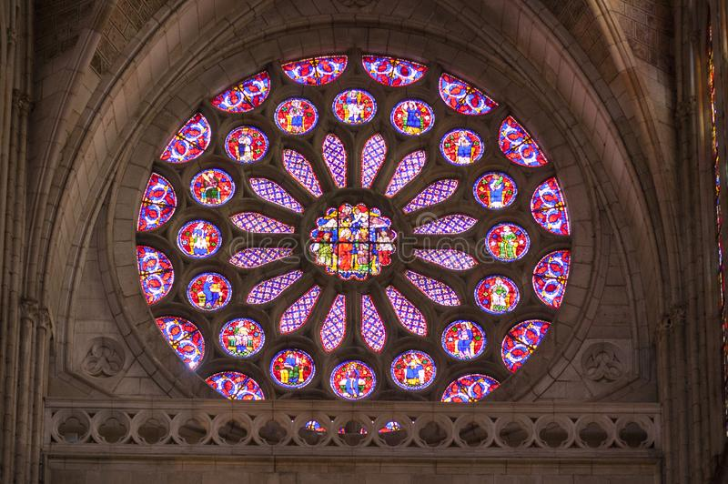 Vetro macchiato medievale di Leon Cathedral, Spagna fotografie stock libere da diritti
