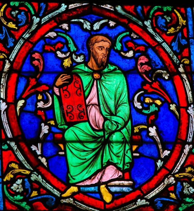 Vetro macchiato in Notre Dame, Parigi di Mosè immagini stock