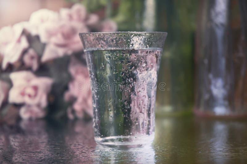 Vetro scintillante di acqua immagini stock libere da diritti